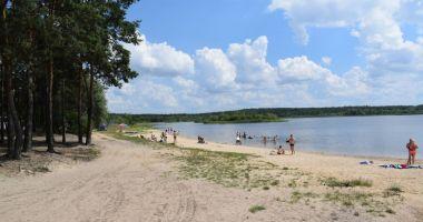 Beach in Mierzyce, Cieszanowice Lagoon